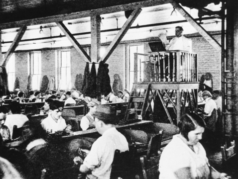 Cuban Cigar Factories Employ People to Read to Cigar Rollers