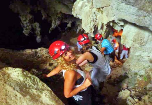 Exploring the Santo Thomas cave is one of the active options possible in Vinales